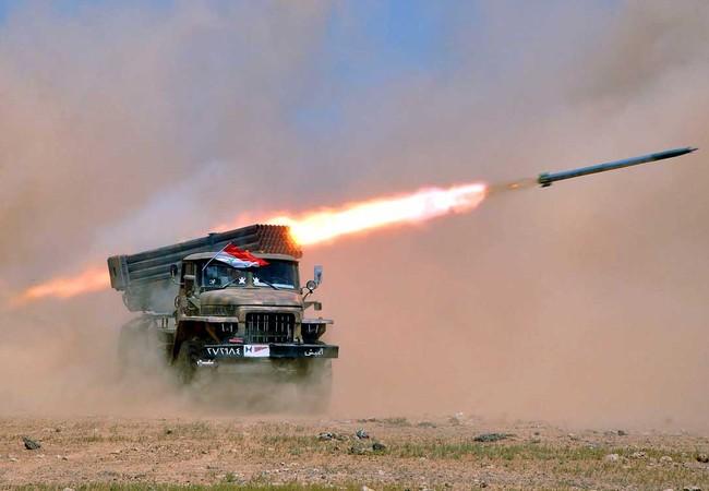 Pháo phản lực Grad quân đội Syria nã đạn vào lực lượng Hồi giáo cực đoan.