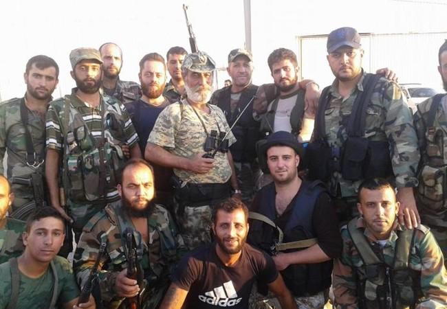 Binh sĩ quân đội Syria trên chiến trường tỉnh Hama sau trận chiến