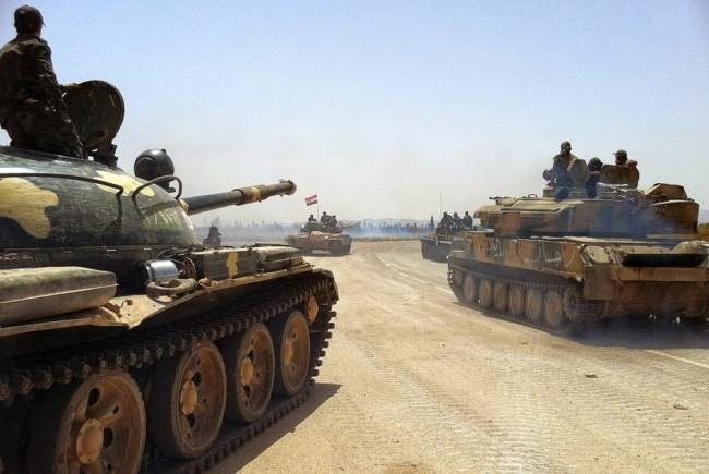 Xe tăng quân đội Syria trên tuyến đường quốc lộ