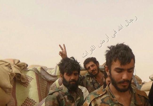 Các binh sĩ quân đội Syria ở Deir ez Zor