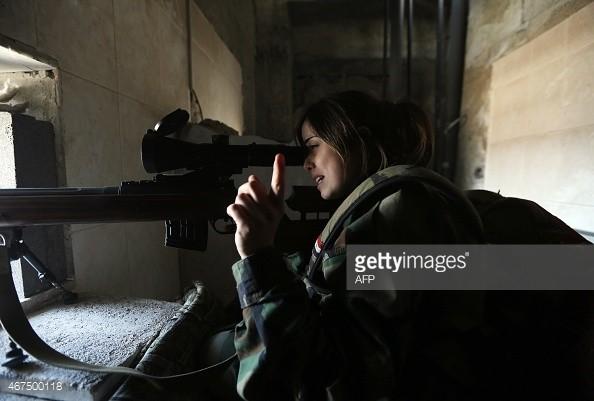 Nũ chiến sĩ xạ thủ bắn tỉa quân đội Syria