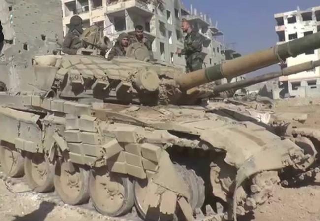 Xe tăng T-72, tơi tả sau một trận chiến ác liệt trong khu vực thị trấn Jobar