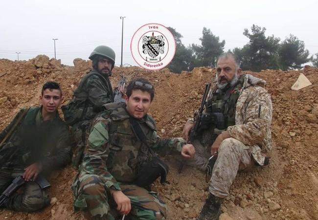Binh sĩ quân đội Syria trên chiến tuyến quận Dahiyet al-Assad và Minyan