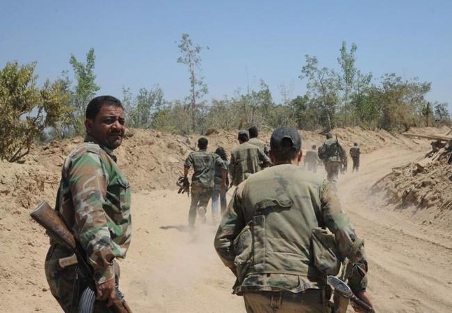 Binh sĩ lực lượng Vệ binh Cộng hòa tiến về thị trấn Khan al Sheih thuộc khu vực Tây Ghouta