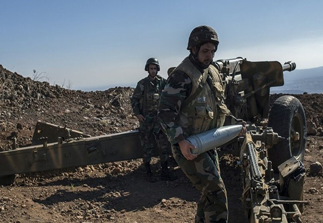 Một khẩu đội pháo binh của quân đội Syria đang chiến đấu
