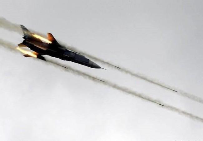 không quân Syria tiến hành không kích trên thành phố Deir ez Zor