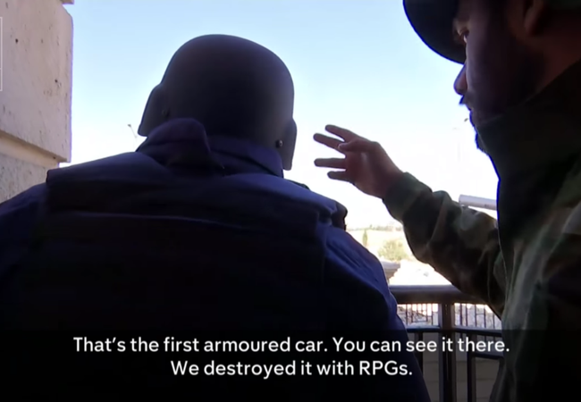 Cuộc phỏng vấn của phóng viên kênh truyền hình Anh Kênh 4 với các binh sĩ quân đội Syria ở Aleppo