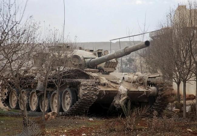 Xe tăng quân đội Syria trên chiến trường Aleppo