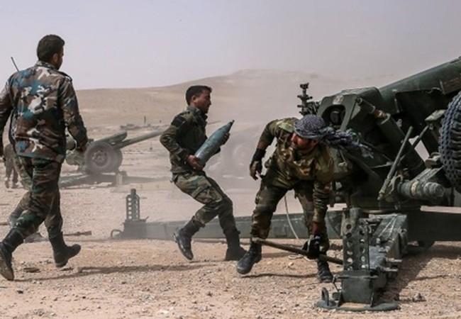 Binh sĩ quân đội Syria pháo kích trên chiến trường Aleppo