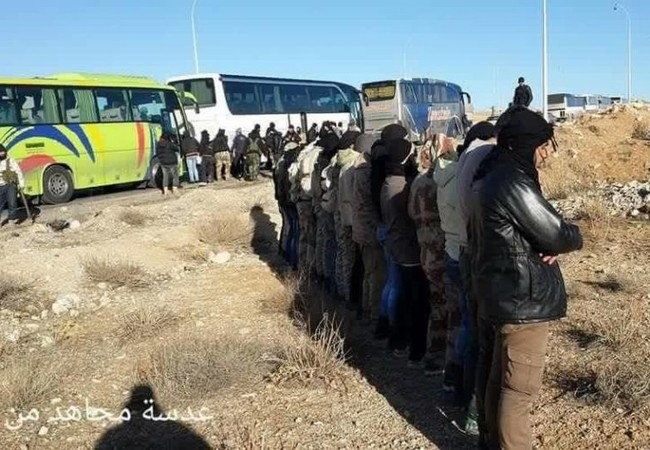 Chiến binh Hồi giáo cực đoan lên xe về tỉnh Idlib
