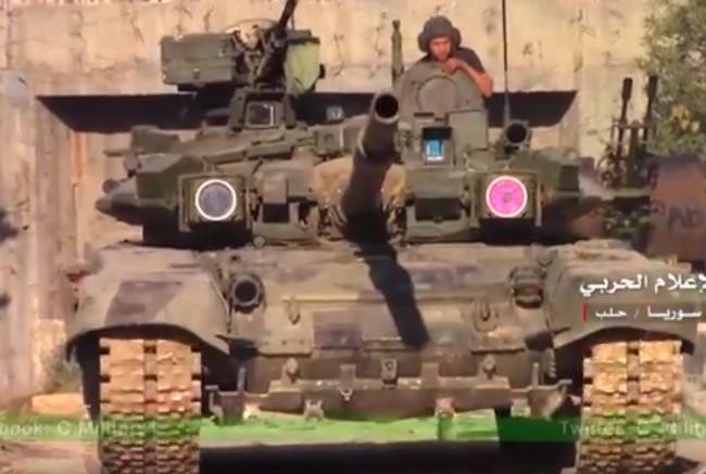 Xe tăng T-90 quân đội Syria tham gia chiến đấu trên chiến trường Aleppo