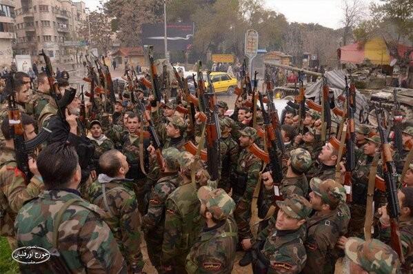 Binh sĩ quân đội Syria chuẩn bị cho trận đánh tiếp theo giải phóng Aleppo