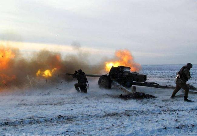 Pháo binh Ukraine pháo kích vào vùng Lugansk