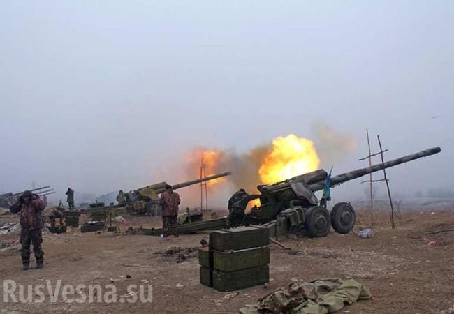 Pháo binh Ukraine tập kích chiến tuyến của lực lượng dân quân Lugansk