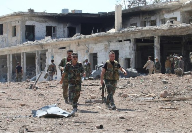 Những người dân thường trên đường phố Aleppo, với họ chiến tranh đã kết thúc
