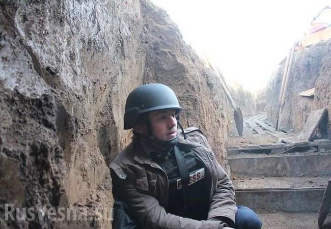 Phóng viên người Mỹ Patrick Lancaster trong chiến hào của lực lượng dân quân Lugansk