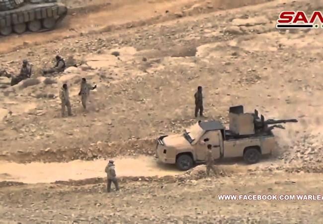 Binh sĩ lực lượng vũ trang Syria trên sa mạc tỉnh Homs