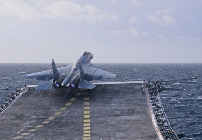Tiêm kích S-33 xuất kích từ tàu sân bay Đô đốc Kuznetsov trên bờ biển Syria