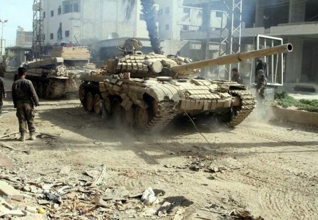 Binh sĩ và tăng thiết giáp lực lượng Vệ binh Cộng hòa ở Deir ez Zor