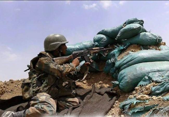 Binh sĩ Syria chiến đấu trên chiến trường Deir Ezzor