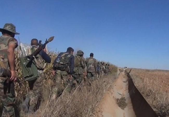 Binh sĩ lực lượng Tiger hành quân chiến đấu