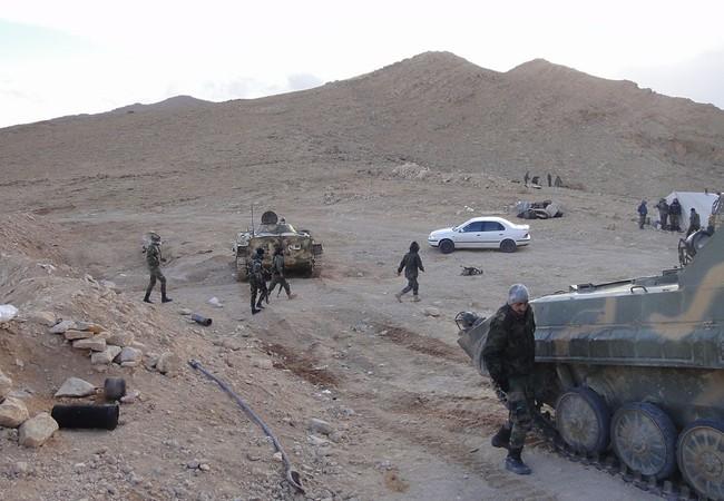 Binh sĩ lữ đoàn Lá chắn Qalamoun trên chiến trường ngoại ô Damascus