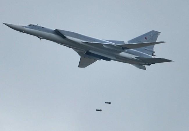 Máy bay ném bom Tu-22M3 không kích ác liệt Deir Ezzor