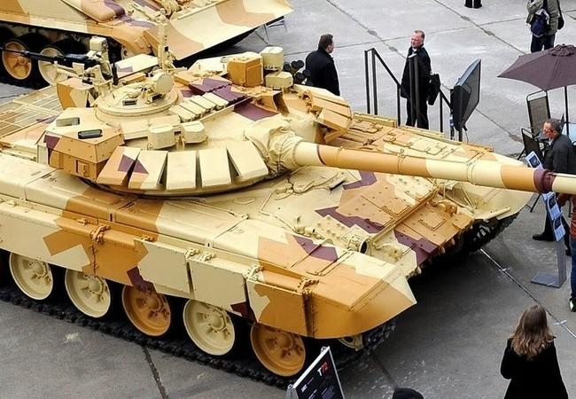 Xe tăng T-90, đã lắp đặt hệ thống phòng thủ tích cực Arena