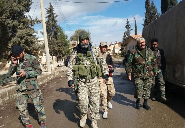 Chuẩn tướng  Issam Zaheralden và binh sĩ lực lượng Vệ binh Cộng hòa ở Deir Ezzor