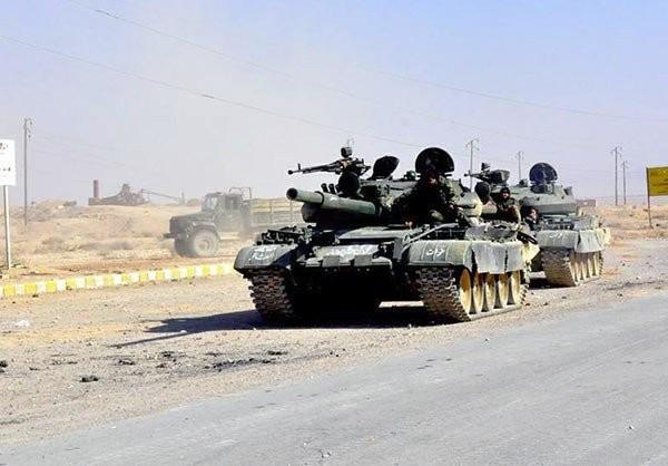 Xe tăng thuộc sư đoàn tăng số 18 trên chiến trường Palmyra, chuẩn bị cho cuộc tấn công