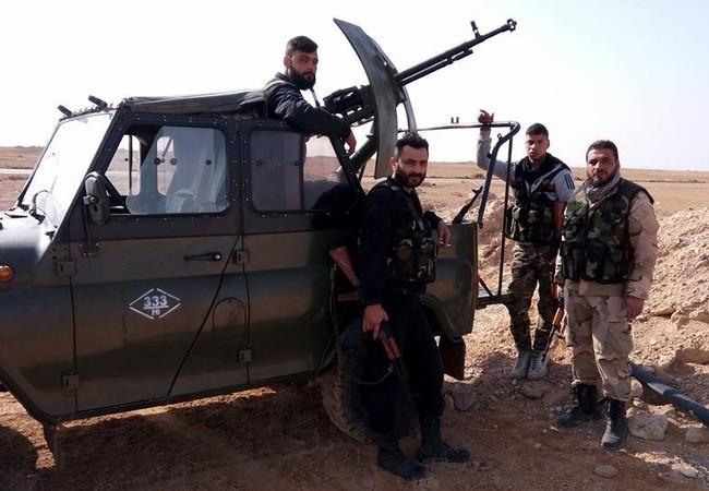 Binh sĩ quân đội Syria chiến đấu trên vùng sa mạc phía đông tỉnh Homs