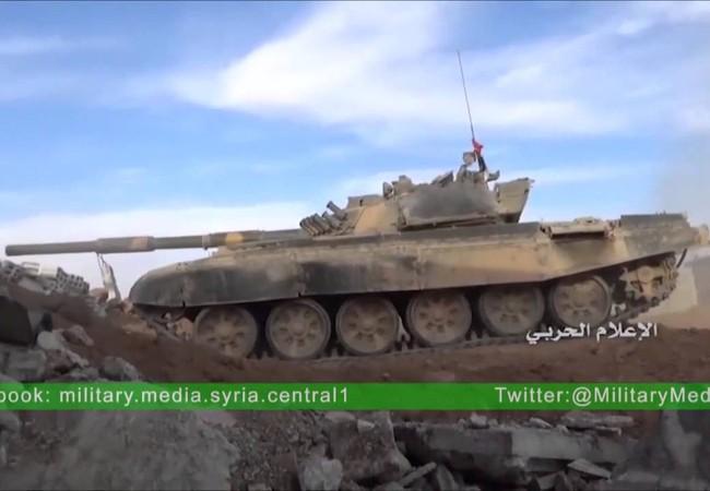 Xe tăng quân đội Syria chiến đấu trên chiến trường Đông Ghouta