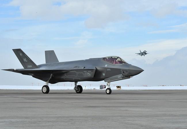 Máy bay tiêm kích tàng hình F-35A tham gia diễn tập
