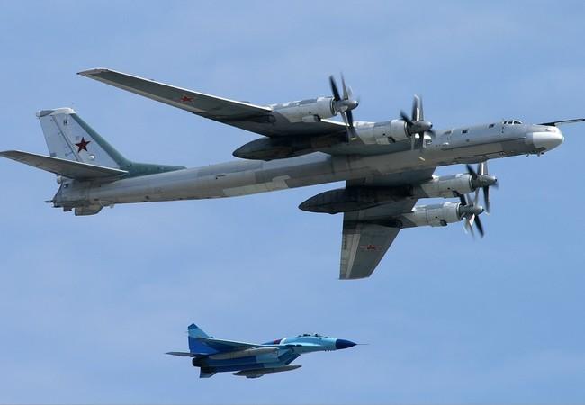Máy bay ném bom chiến lược Tu-95MS không kích ở Syria