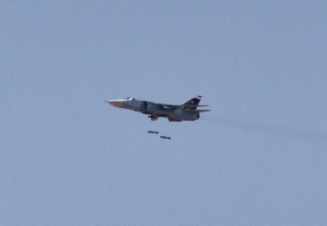 Máy bay Su-24M không quân Syria không kích