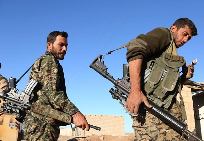 Những chiến binh thuộc lực lượng SDF trên vùng chiến sự tỉnh Raqqa