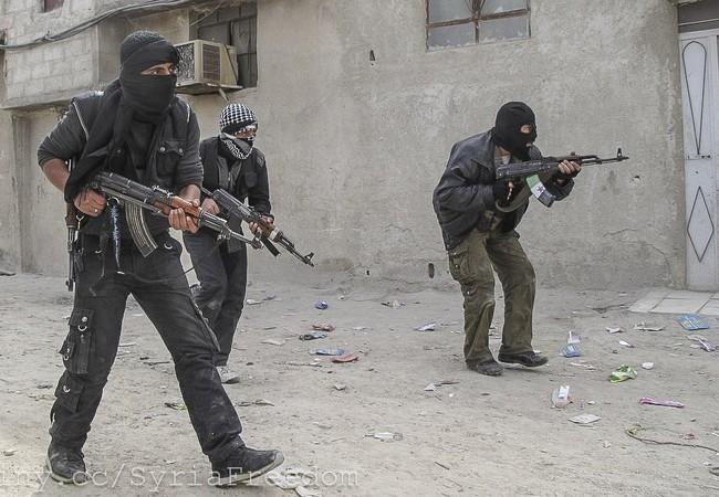 Các tay súng FSA tấn công (ảnh minh họa)