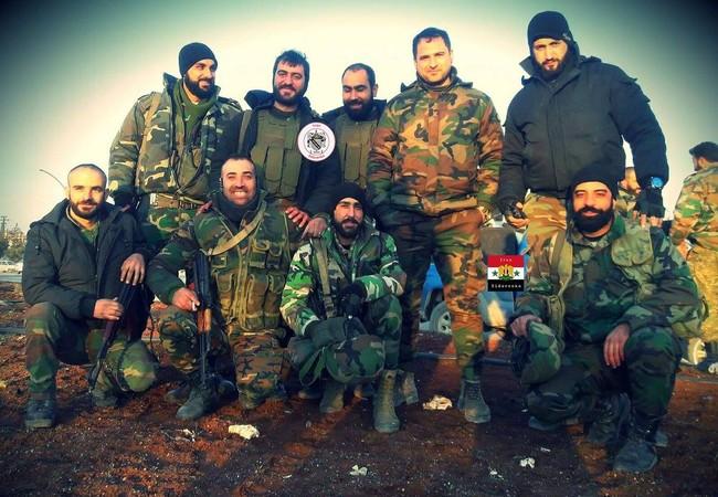 Những binh sĩ quân đội Syria trên vùng nông thôn Aleppo