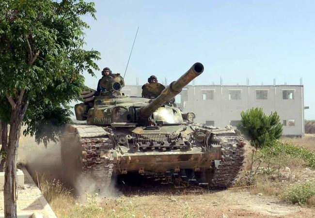 Xe tăng quân đội Syria tiến công ở Aleppo