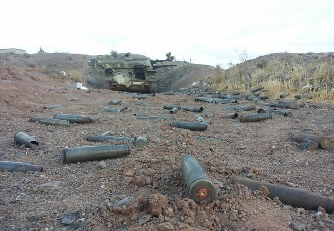 Một xe phòng không tự hành Shilka quân đội Syria đang xả đạn vào phiến quân ở ngoại ô Damascus