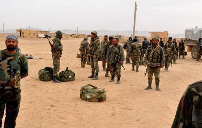 Binh sĩ thuộc quân đoàn tình nguyện số 5 chuẩn bị tấn công vào Palmyra