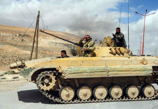 Xe bộ binh chiến đấu quân đội Syria trên chiến trường phía tây Aleppo