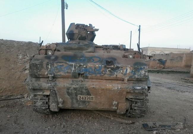Xe thiết giáp Thổ Nhĩ Kỳ bị dân quân người Kurd chiếm giữ