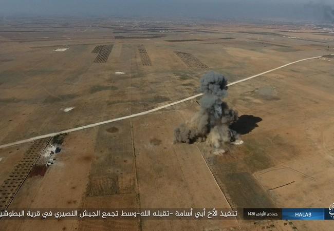 Một xe bom tự sát bị phá hủy từ trên không trên chiến trường Aleppo