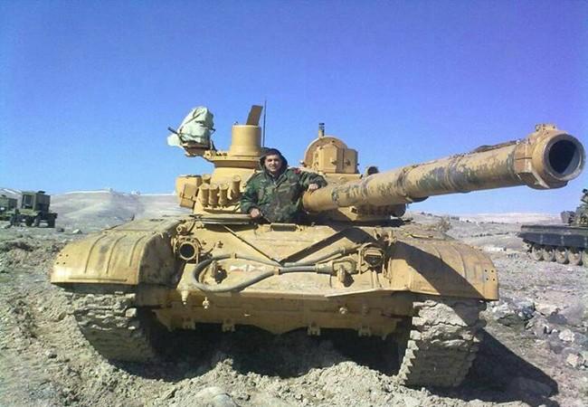 Xe tăng quân đội Syria trên chiến trường Hama
