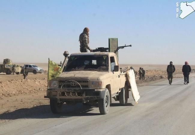 Những chiến binh lực lượng SDF (chủ lực là dân quân người Kurd)