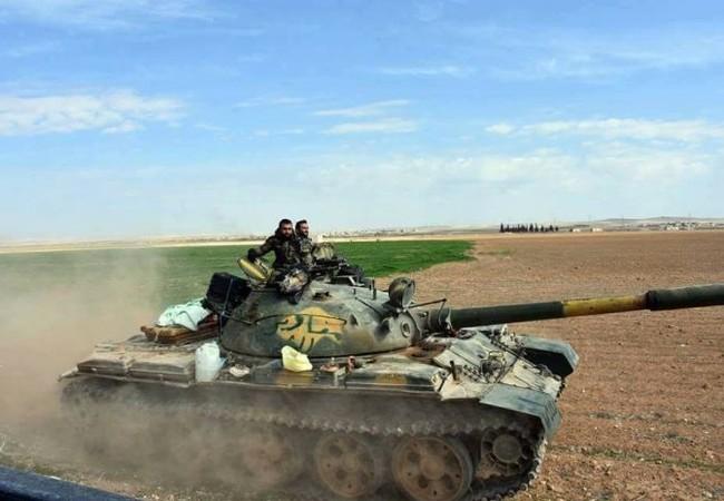 Binh sĩ quân đội Syria tấn công trên chiến trường phía đông Aleppo