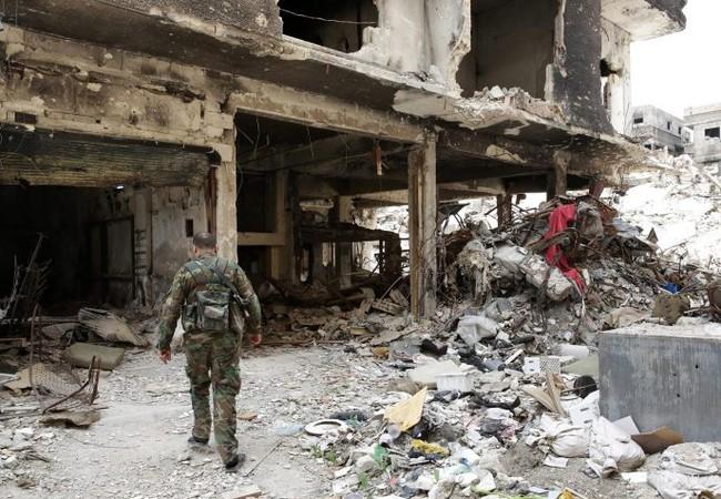Binh sĩ Syria trong khu vực phía tây quận Harasta, Đông Ghouta, ngoại ô Damascus