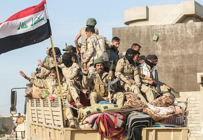 Các binh sĩ người Sunni, Iraq tiến về khu vực phía tây thành phố Mosul