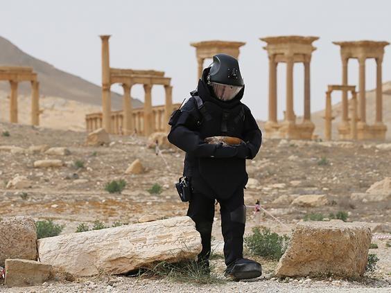 Công binh Nga trên khu vực thành phố cổ Palmyra